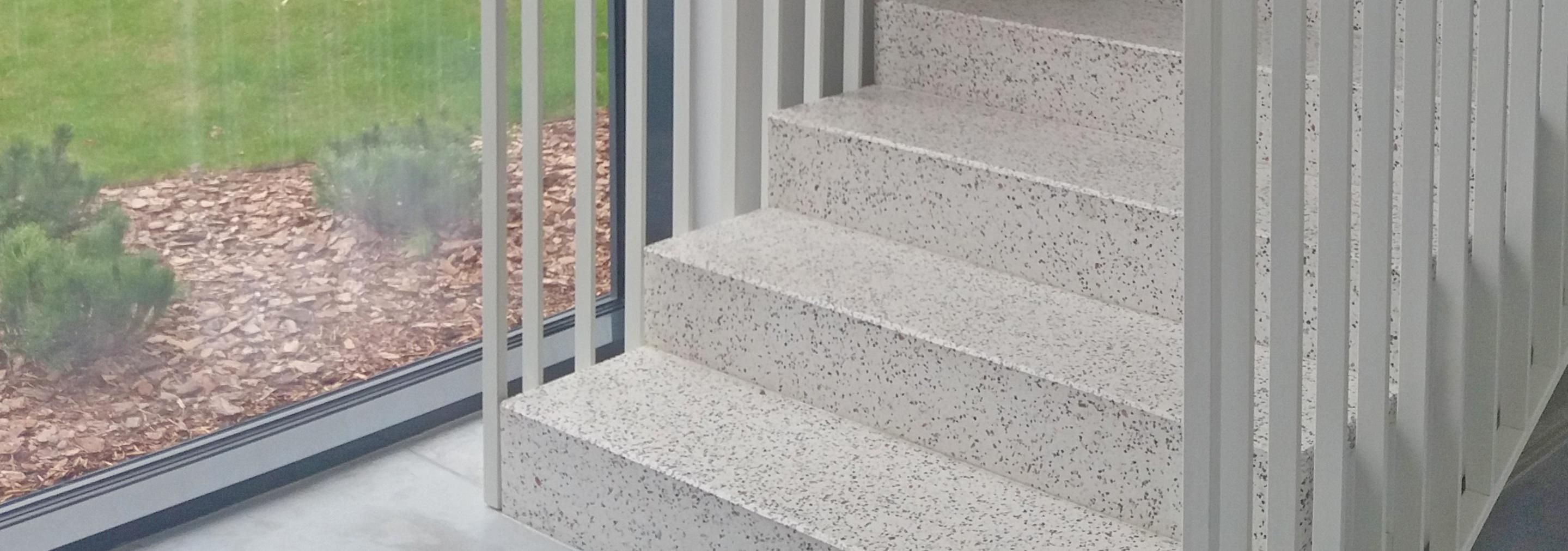 Patirtimi pagrįsta betono/mozaikinio betono laiptų elementų gamyba