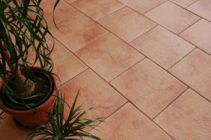 reljefinė grindų plytelė 046 - realizacija (1)