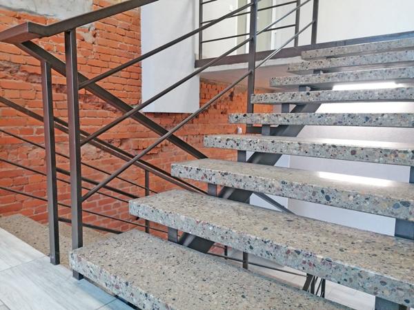 Laiptų pakopos mokykloms ir kitoms viešojo naudojimo patalpoms